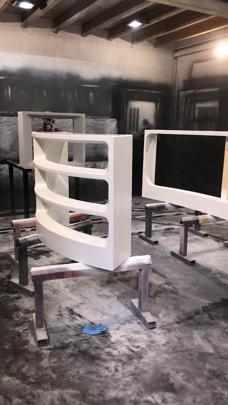 Touche pas à mon poste - 3D meubilair - gebogen meubel