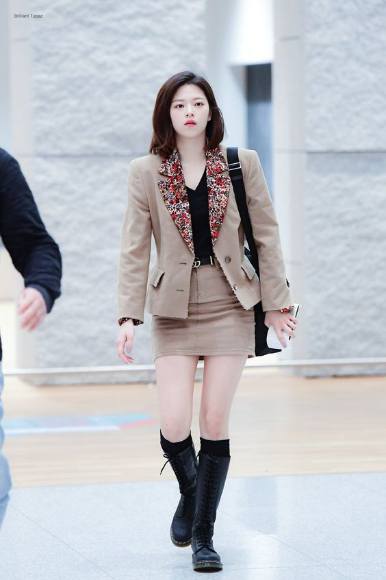 jeongyeon suit 40