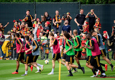 📷 🎥 Un public enthousiaste, Eden Hazard déjà mis à l'honneur et trois Diables absents pour le premier entraînement
