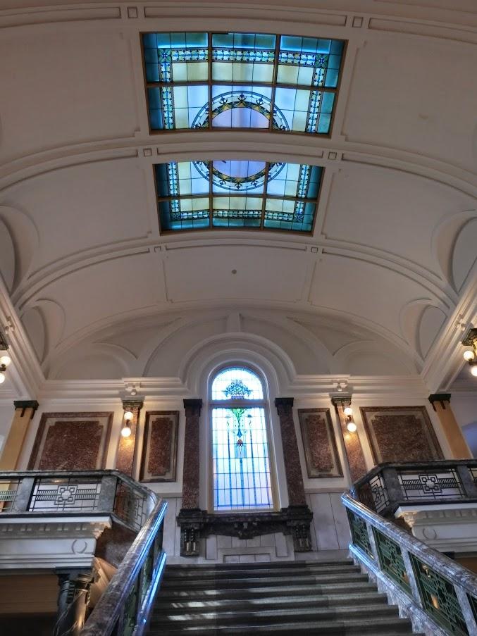 名古屋市市政資料館のステンドグラス