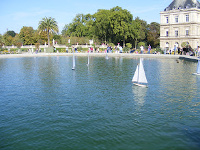 Photo: Now back out in the Luxembourg Gardens, and finding that on Sunday morning, the boats in the main pool are not the simple rentals moved by children with wooden sticks, but more elaborate models being radio controlled by an older generation.