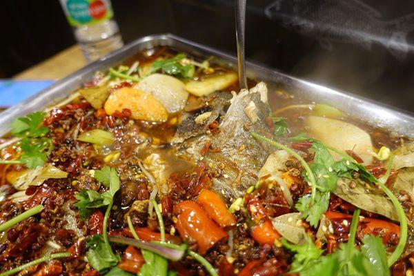 香麻辣平價串燒.烤魚料理,小魚兒重慶碳烤烤魚,正宗大陸辣椒花椒超過癮!