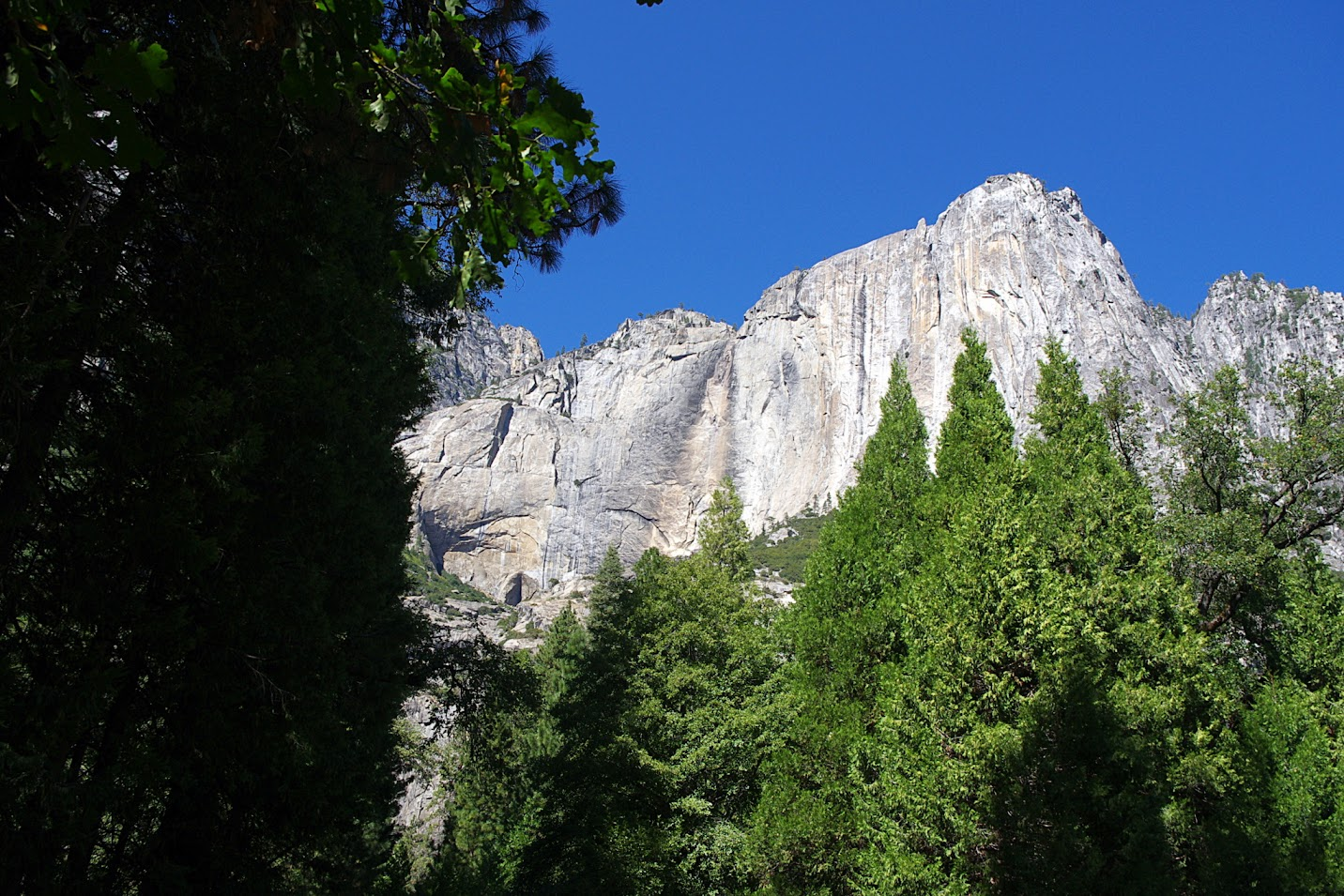 Valle de Yosemite, Lower Yosemite Falls