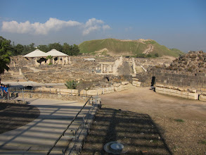 Photo: The Cardo Maximus in Beit Shean