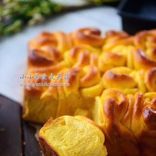 Soft and Sweet Potato Dinner Rolls