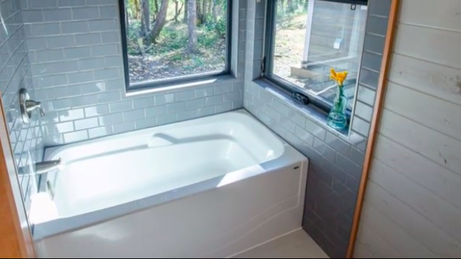 Best Bathtubs For A Tiny House And Where To Find Them