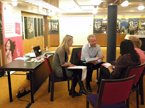Photo: Team D_Op gesprek bij Meetings