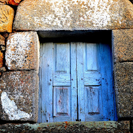 Old door by Gil Reis - Buildings & Architecture Other Exteriors ( doors, places, old, houses, stones )