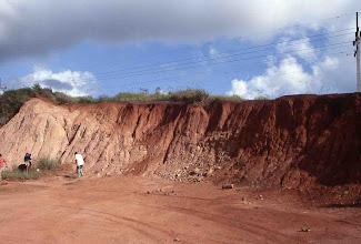 Photo: Suelo laterítico (proximidades de la localidad de El Cobre, Cuba)