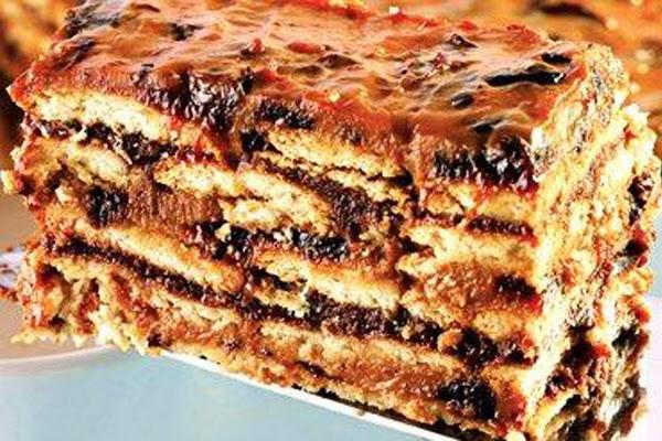 Torta de Bolacha com Ameixa