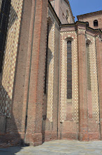 Photo: I finestroni ogivali tipici del gotico, alcuni murati per aumentare le superfici decorabili all'interno