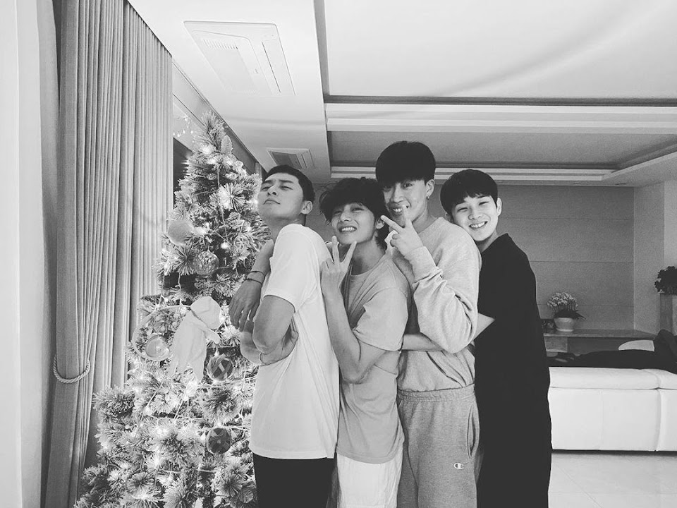 bts_10_photos_of_v_and_his_wooga_squad_that_makes_us_want_to_be_besties_with_the_handsome_boys_9