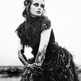 by Ellie Ellis - People Fashion