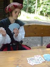 """Photo: Alessandro beim Kartenspiel """"Zehn""""."""