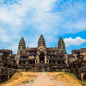 Angkor Wat South Gate by Edio Pathic - Buildings & Architecture Statues & Monuments