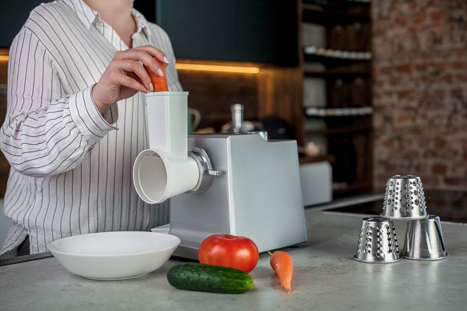 Выбираем электрическую мясорубку на кухню: Wollmer M905 -