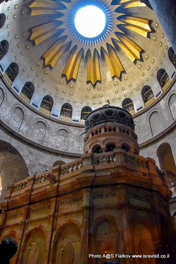 Кувуклия – Гроб Господень. 14 Станция Виа Долороза. Храм Гроба господня. Иерусалим.