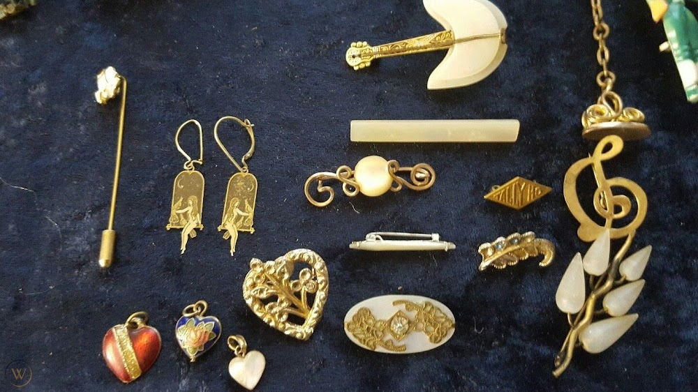 vintage-things-you-can-borrow-from-grandmas-closet__antique_jewellery