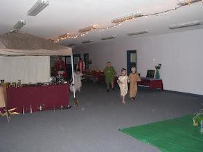 Photo: Fri, Dec 5/08 - a few commoners check out the setup
