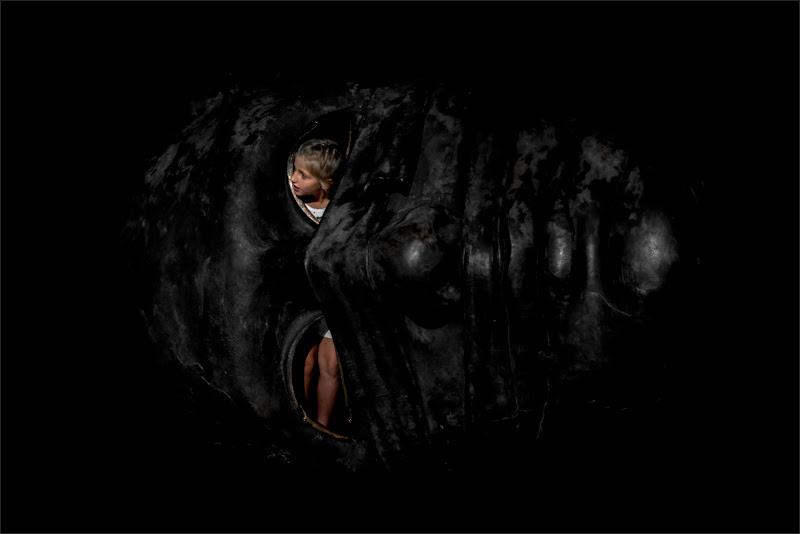Anche dal nero piú profondo può emergere la luce di alberto raffaeli