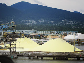 Photo: Sulfur ready for export