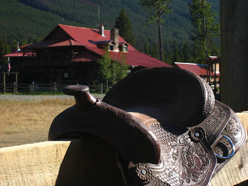 A Week as a Cowgirl Horseback Riding in Montana Ranch // Beautifully artwork on this Western saddle