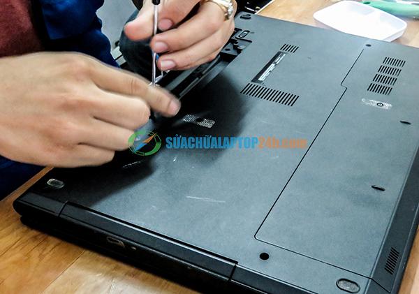 sua-chua-loi-nguon-laptop-lay-ngay 1