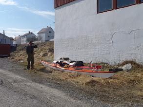 Photo: Lars ringer etter skyss. Ferdig!