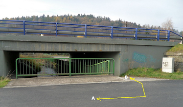 Photo: HODOŇOVICE. VÝJEZD Z PODJEZDU POD SILNICÍ č. 56 (A) - trasa směr Pržno, Beskydy (B) - trasa směr Hodoňovice - centrum, F- M