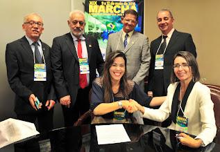 Photo: Assinatura convenio Siconv com associações de municipios durante a Marcha dos Prefeitos 2016. Secretaria da Secretaria de Gestao Patricia Audi
