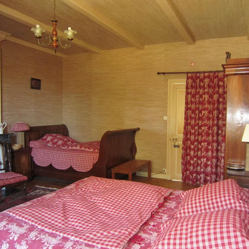 la-chambre-dhotes-de-charme-4-epis-du-clos-de-la-garenne-17700-launisienne-pour-une-a-trois-personnes-avec-lit-160-et-lit-130