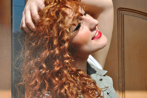 Orange Curly Hair di EriCostantini