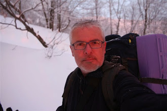 Photo: Jeho lúče všetko sfarbujú do červena, aj moju tvár. A to ešte pred chvíľou husto snežilo