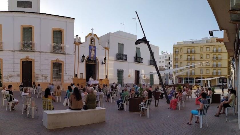Celebración eucarística en honor a la Virgen del Carmen en su ermita.