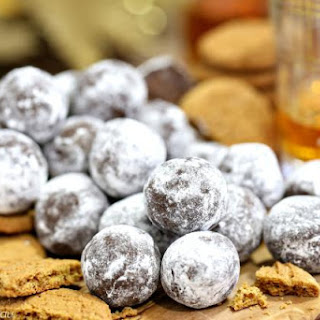 Gingerbread Rum Balls - Classic Rum Balls With A Holiday Twist!