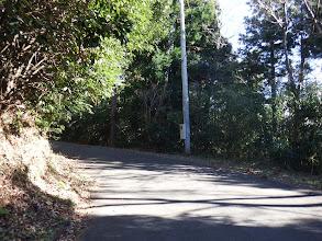 車道を降りて左折