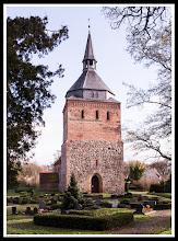 Photo: Die Feldsteinkirche in Lüssow wurde im 13. Jahrhundert errichtet - (die Turmspitzeaus ist dem 19. Jahrhundert)
