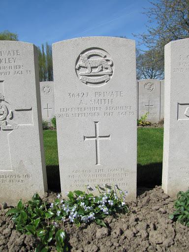 Alexander Smith grave