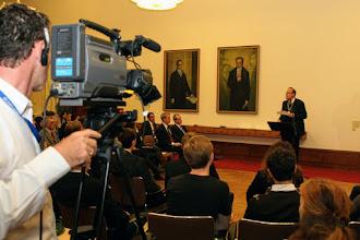 Photo: Die gesamte Veranstaltung wurde simultan gedolmetscht und live im Web übertragen. Videos unter http://germany.usembassy.de/multimedia/