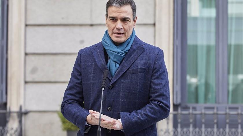 Pedro Sánchez, abrigado y con bufanda, en una imagen de archivo.