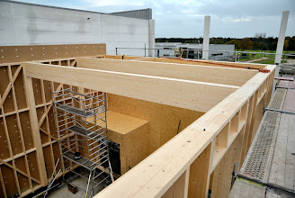Photo: 08-11-2012 © ervanofoto De showroom van bovenuit gezien.