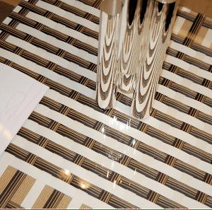 Sandra Clodion,table, papier japonais