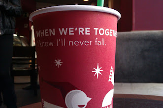Photo: When we are together I know I'll never fall (ya es Navidad en Starbucks) :)