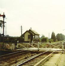 Photo: Ascott level crossing and signal box (1970?)