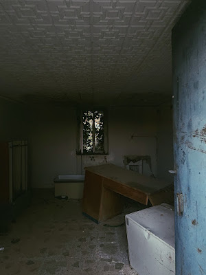 Dopo una porta c'è una finestra  di alessiairarref