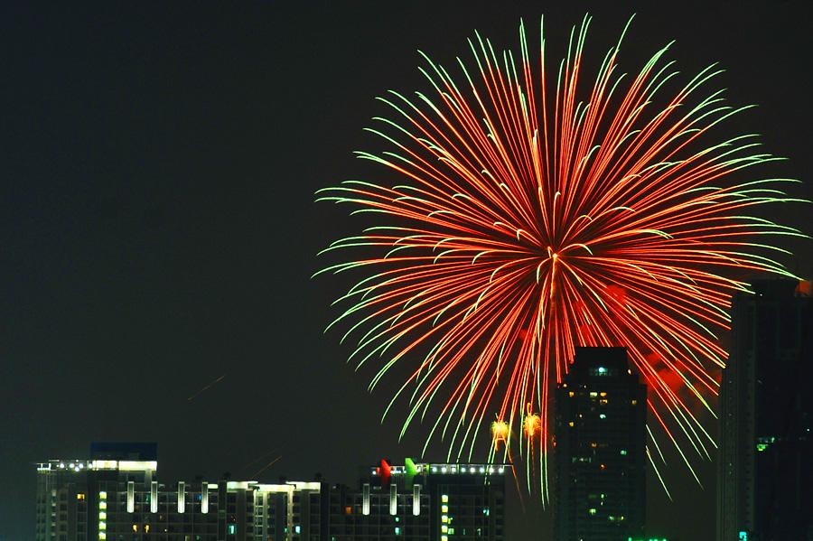 Fireworks by Sunarto Djuardi - Landscapes Travel ( bangkok, fireworks )
