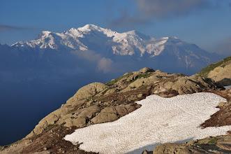 Photo: Lac Blanc (lever de soleil sur le massif du Mont-Blanc)