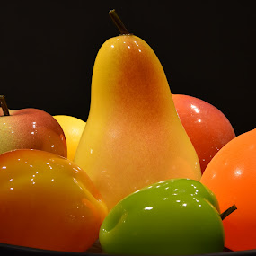 Fruit Plate by Tesla Levine - Artistic Objects Glass