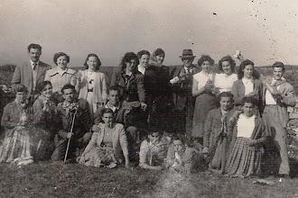 Photo: Arriba, Yeyo, Covadonga, Oliva, Gloria, Tomasa, Encha, Terio, Curra, Aida, Celia y Paquín. Abajo, Cuquis, Argentina, Leoncio, Monchi y Melos, ....., ......, Paca y Maruja.