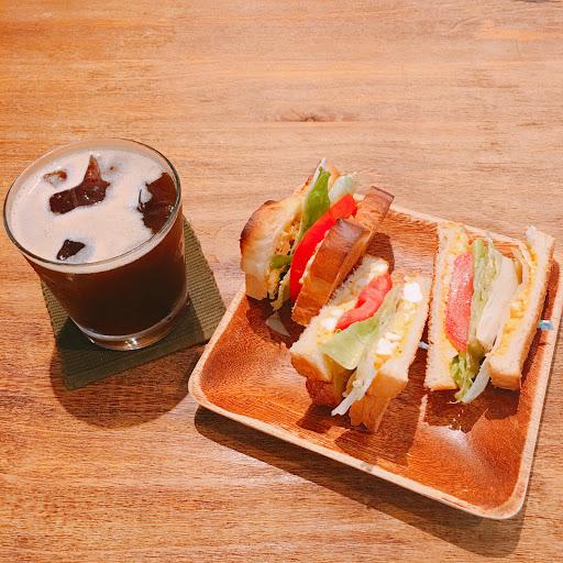 美式咖啡  簡單好喝 蛋沙拉三明治  吐司有淡淡的奶香味,配上清爽的蛋沙拉很美味